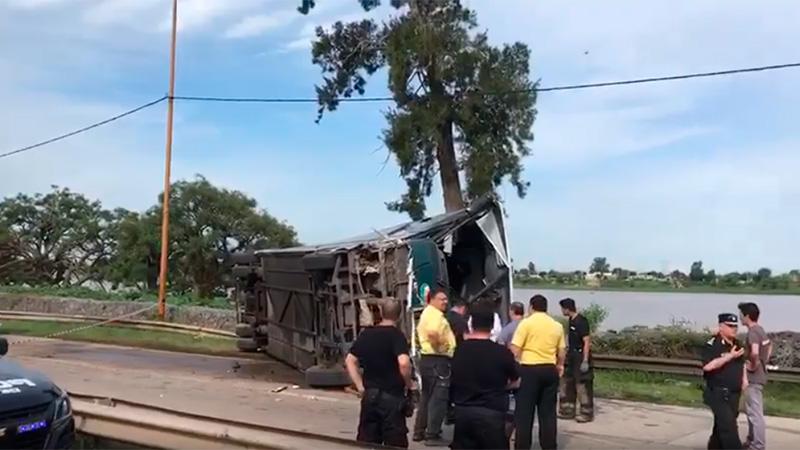 Volcó un colectivo en Santa fe. Más de 12 heridos.